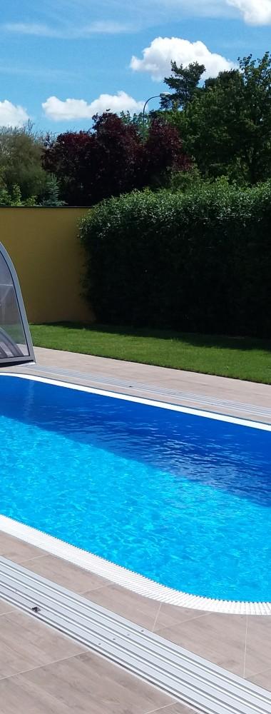 schwimmbecken mit berlaufrinne aquasol. Black Bedroom Furniture Sets. Home Design Ideas
